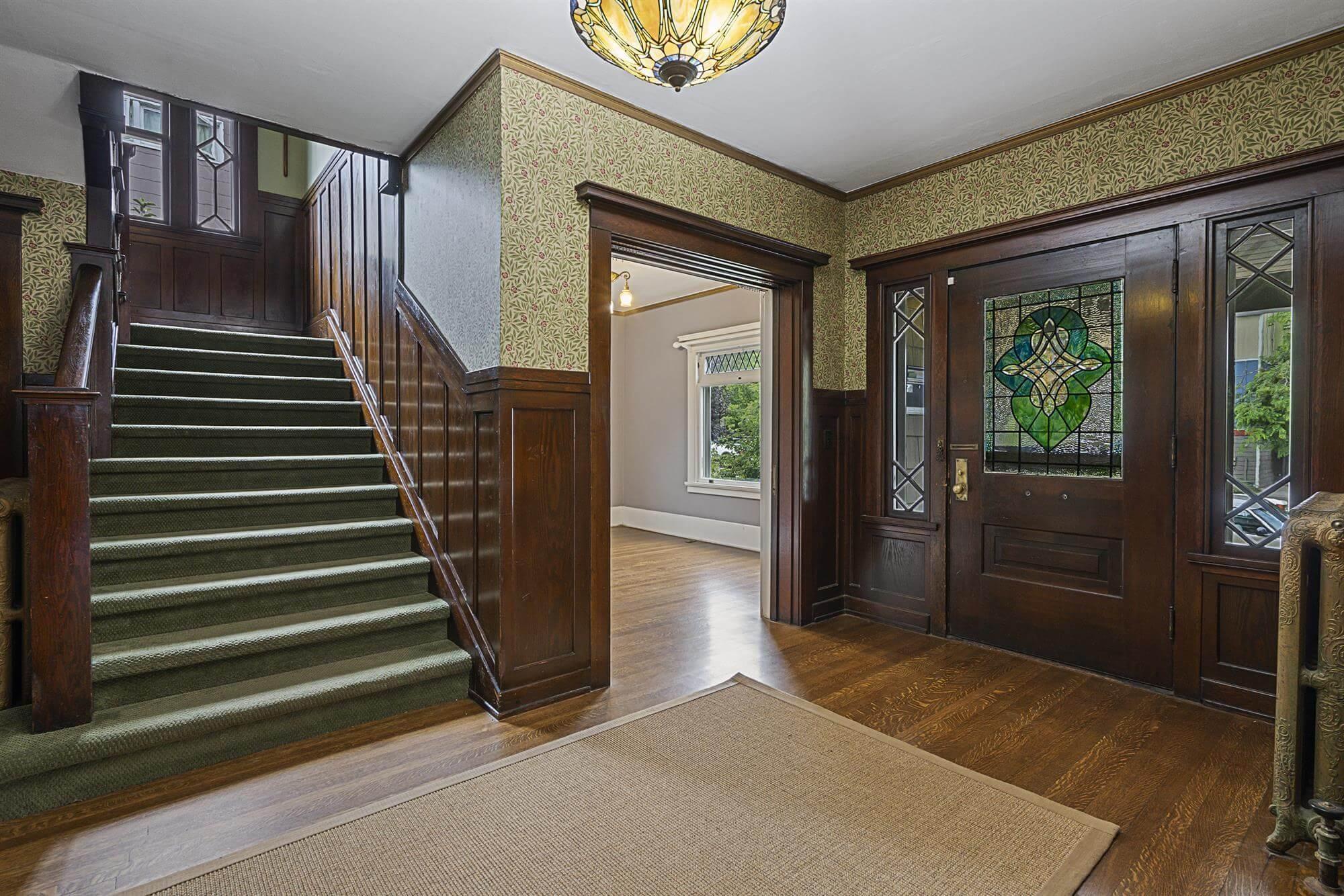 N. 4th foyer