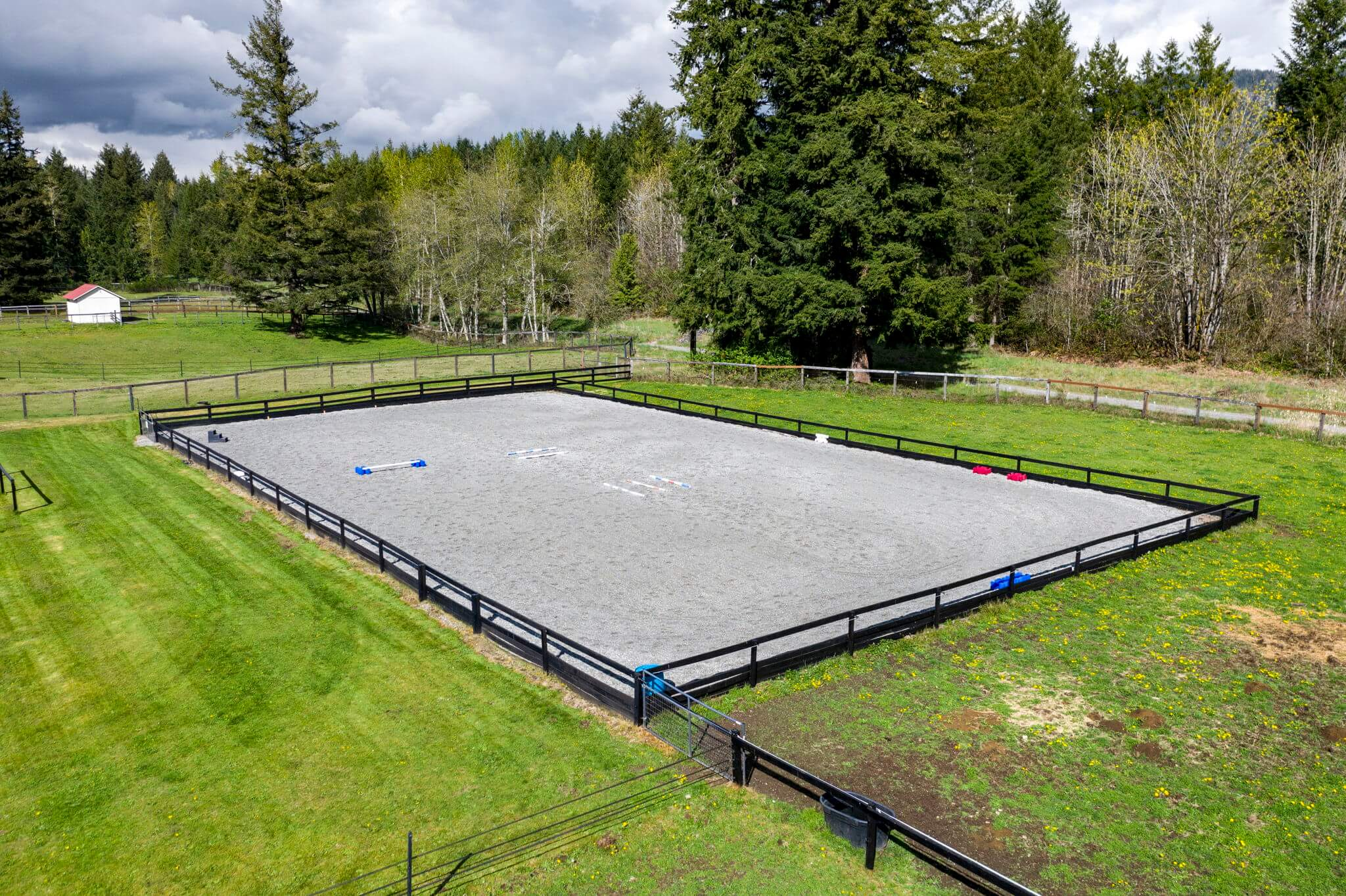80' x 160' professionally leveled arena with all-weather custom blend footing of GGT felt, silicone and sand