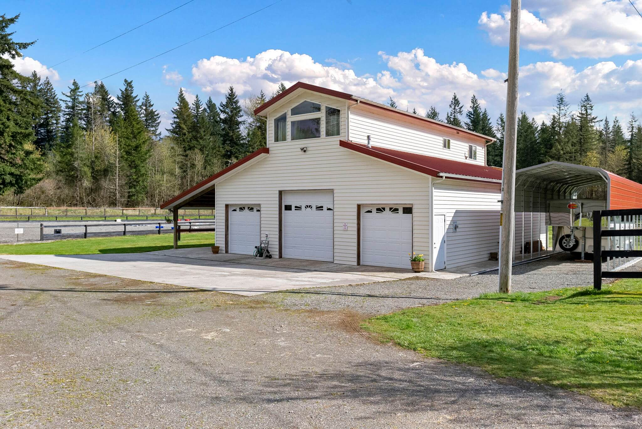 Newer barn with guest apartment above, roll-up doors and covered RV parking