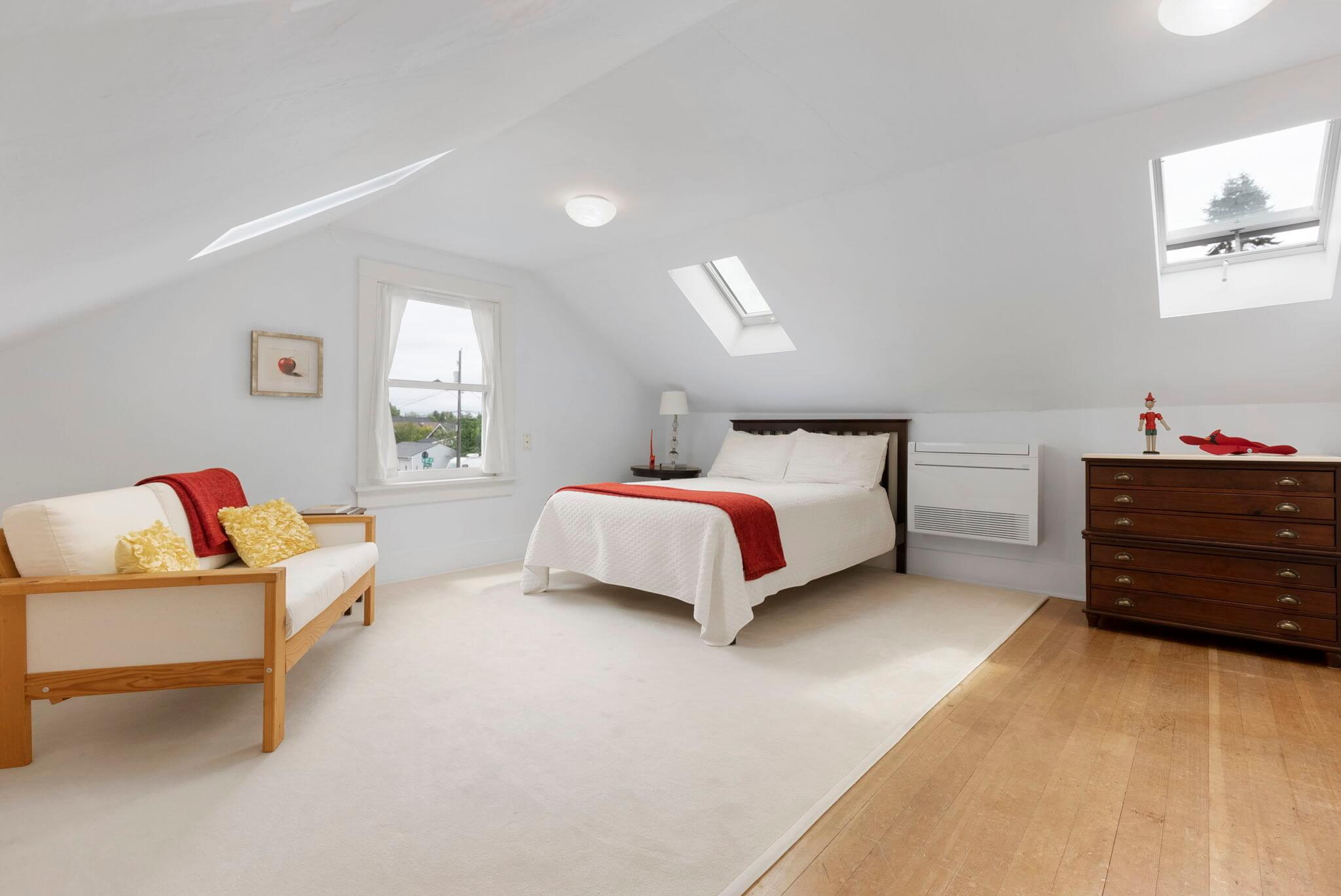 Master bedroom with a ductless mini-split for heating and cooling