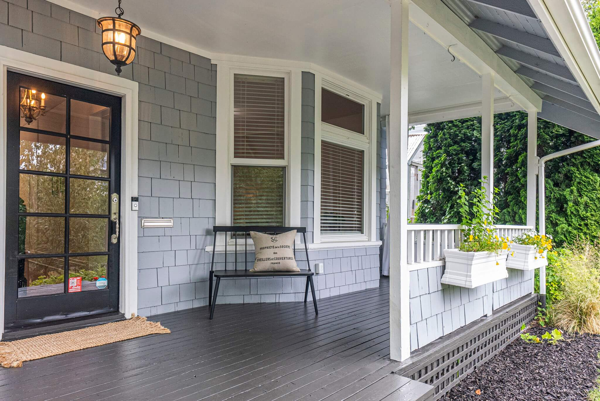 Great covered front porch
